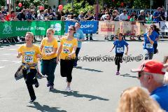 Insgesamt 7500 Schülerinnen und Schüler aus 57 Schulen des Kreises Siegen-Wittgenstein nahmen am 2. Juli 2014 am 2. Siegerländer Volksbank Schülerlauf teil.